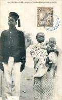 Madagascar  - Sergent Des Tirailleurs Malgaches Et Sa Famille - Madagascar