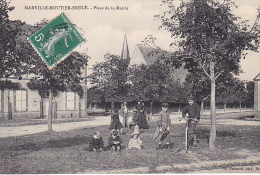 23122  MARVILLE MOUTIER BRULE Place Mairie -foucault Ed Dreux - Enfant Cerceau Velo - Non Classés