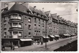 FLERS DE L'ORNE 61 - Rue Du 6 Juin  - CPSM Dentelée PF N° 24 - Orne - Flers