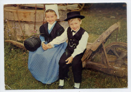 """FONTENAY-LE-COMTE---1979--Folklore (costumes,coiffes,puits)--Deux Enfants En Costumes Sur Brouette""""Le Quadrille Vendéen"""" - Fontenay Le Comte"""