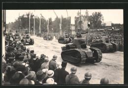 Photo-CPA Paris, Siegesparade / Fete De La Victoire, Franz. Tanks Renault FT-17 - Militari