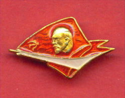 F472 / Vladimir Ilyich LENIN  LENINE - Monument  Conquerors  Space  Russia Russie Russland Rusland - Space