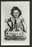 Shirley Temple Coupe Un Gros Gateau! Très Jolie Photo - Actors
