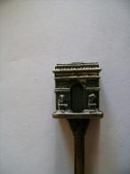 Cuilllère Souvenir Touristique, Métal, Paris, Arc De Triomphe En 3D... 10.1cms (c.4) - Obj. 'Souvenir De'