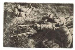 CPSM MILITAIRE MATERIEL GUERRE DE 1939-45 - Fusil-mitrailleur En Action - Guerra 1939-45