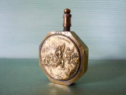BURETTE TRAVAIL POILUS GUERRE 14/18 /// BOULON TRANSFORME EN BURETTE AVEC MEDAILLE SOLDAT SUR CHAQUE FACE - 1914-18