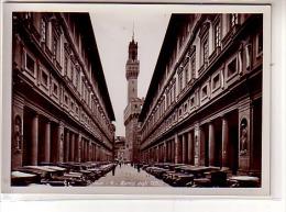 Italie - Firenze - Florence - Portici Degli Uffizi - Au Loin Palazzo Vecchio - Alignement De Voitures - CPSM - Firenze