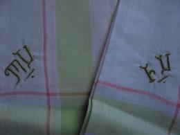 2 Anciens Mouchoirs En Coton Monogramme Brobé Main - Mouchoirs