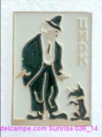 Circus: Internationally Known Clown Karandash And Your Dog / Old Soviet Badge _36_ci4289 - Pin's & Anstecknadeln