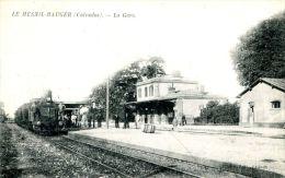 N°36981 -cpa Le Mesnil Mauger -la Gare- - Bahnhöfe Mit Zügen