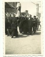 PHOTO BRETAGNE COTES DU NORD .PROCESSION  FEMMES EN COIFFES  PORTANT LA VIERGE - Places