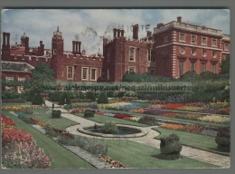 T2278 HAMPTON COURT PALACE MIDDLESEX THE POND GARDEN VG (m) - Middlesex
