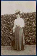 Junge Dame Mit Schirm Und Modischen Hut, Fotokarte Ungelaufen Um 1910 - Mode