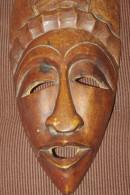 MASQUE AFRICAIN Ancien Bois Sculpté 30.5 Cm - Afrikanische Kunst