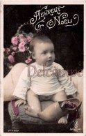 Bébé En Pause Sur Un Coussin, Sabot, HEUREUX NOEL -HAPPY CHRISTMAS -  Baby Photo On A Pillow, A Clog( - Noël