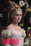 (N61-038 ) France Actress  Catherine Deneuve  , Pre-stamped Card, Postal Stationery - Acteurs