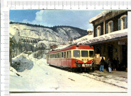 MOREZ - Jura -  AUTORAIL  X  2800  En Gare De Morez - Stations - Met Treinen