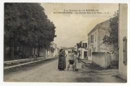 ST CHRISTIPHE  .   La Grande Rue Et La Place  -  Carte Rare. - France