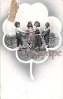 Ronde D'enfant En Medaillon Dans Un Trefle - Child's Round In Medallion In A Clover - Groupes D'enfants & Familles