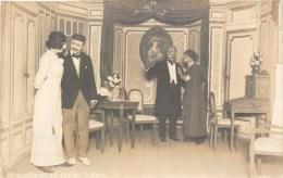CARTE PHOTO : PRISONNIER DE GUERRE SCENE DE THEATRE KRIEGGEFANGENENSENDUNG KÖNIGSBRÜCK SACHSEN LAGER GEPRÜFT GUERRE - Guerra 1914-18