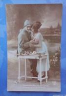 """CPA- Militaria  14/18 - Patriotique -  """" Comme Une Fleur...- Poilu, Soldat, Jeune Femme - War 1914-18"""