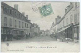 CPA - 77 -  NEMOURS  -  La Place Au Blé  -  Très Bon état - - Nemours