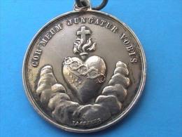 Superbe  Médaille En ARGENT  ( A Identifier ) - Otros