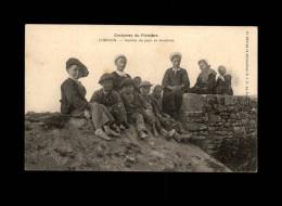 29 - CARHAIX - Gamins En Brochette - Costumes - Carhaix-Plouguer