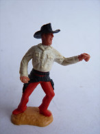 FIGURINE TIMPO TOYS - COW BOY revolver point� et lev� main gauche - BRITAIN chemise blanche  (revolver manquant)
