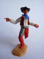 TIMPO TOYS - BRITAIN - COW BOY PIETON FUSIL MAIN GAUCHE MONTRE DU DOIGT CHEMISE BLANCHE pantalon rouge (1)