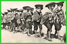 PEROU-PERU..Pisac- Muchachos Indios tocando el potuto (recto verso)