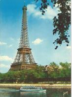 Paris  -  La Tour Eiffel  Avec Un Bateau Mouche Sur La Seine - Eiffelturm