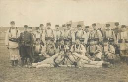 CARTE PHOTO GROUPE DE SOLDATS EN MANOEUVRES - Manovre
