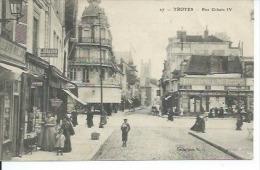 27 - TROYES - RUE URBAIN IV ( Animées - LIBRAIRIE + DEPOT DU PETIT PARISIEN ) - Troyes