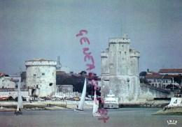 17 - LA ROCHELLE - L´ ENTREE DU PORT - A GAUCHE LA TOUR DE LA CHAINE ET A DROITE LA TOUR ST NICOLAS - La Rochelle