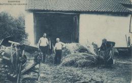 CPA BASSENGE BATTEURS EN GRANGE - Bassenge