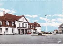 SARREBOURG (57) La Gare Et Place De La Gare, Simca Versailles, Citroën DS - Sarrebourg