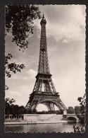 """Carte Postale U.A.T Paris - La Tour Eiffel Avec Flamme 1951 """"pour Paris Mettez Le N° De L´arrondissement"""" Sur 15 F N 813 - Tour Eiffel"""