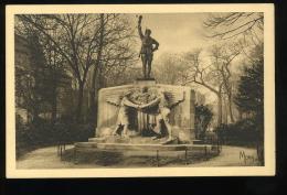 Paris 16e  Le Monument Aux Volontaires Américains Morts Pour La France Oeuvre Du Sculpteur Jean Boucher Place Des Etats - District 16