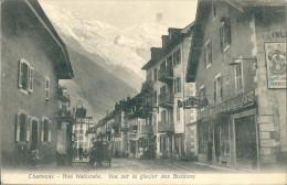 CPA  74 CHAMONIX RUE NATIONALE VUE SUR GLACIER DES BOSSONS JOLI PLAN ANIME ASSEZ RARE §§§§ - Chamonix-Mont-Blanc
