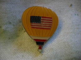 Pin´s Mongolfiere Avec Drapeau Des USA - Airships