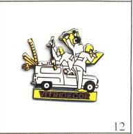 Pin´s - Automobile - Vitridécor / Travaux Maison Avec Renault 4L Utilitaire . Non Est. EGF. T075-12 - Renault