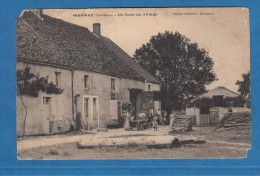 CPA - MARNAY - Un Coin Du Village - Une Famille Et Ses Chiens - Edition Maillefert - Unclassified