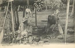 TAHITI - PREPARANT LE REPAS TAHITIEN - Tahiti