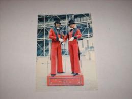 CPSM Cpm Cpa CP POSTCARD V1980 PARIS 75 CENTRE POMPIDOU AUTOMATE THERESA & GILBERT Thème Cirque Circus ZIRCUS SPECTACLE - Cirque