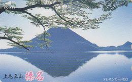 Télécarte Japon / NTT 250-336 - Volcan MONT FUJI En Reflet - Mountain Japan Phonecard / B - Berg TK - Japon