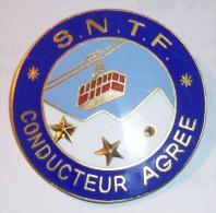 MONTAGNE - ANCIEN INSIGNE ( S.N.T.F. )  CONDUCTEUR AGREE DE TELEPHERIQUE Matriculé  515 - Insegne
