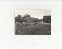 Les  Andelys  27     Le Chateau Gaillard Et Le Terrain De Camping Animée Plusieurs Voitures Dont Simca Et Dauphine - Les Andelys
