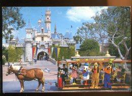 CPM Etats-Unis DISNEYLAND  FANTASYLAND The Castle To Enter - Disneyland
