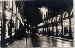 21  -  DIJON  La Rue De La Liberté , La Nuit  . 9x14 Dentelée , Glaçée - Dijon